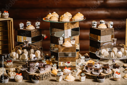 Foto op Plexiglas Bakkerij Candy Bar. Delicious sweet buffet with cupcakes.