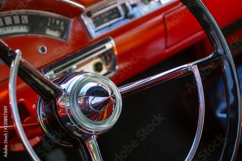 Spoed Foto op Canvas Vintage cars Sammlerobjekt - Roter Oldtimer
