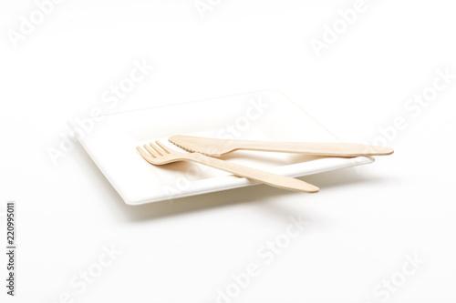 Fotografía  Geschirr aus Zuckerrohr mit Holzbesteck