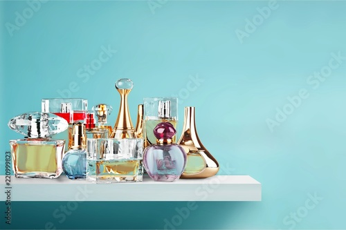 Papiers peints Nature Aromatic Perfume bottles on wooden table on blurred background