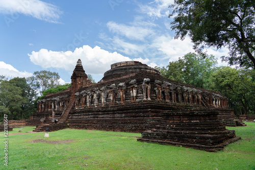 Foto  View of Wat Chang Rob  in Kamphaengphet Historical Park