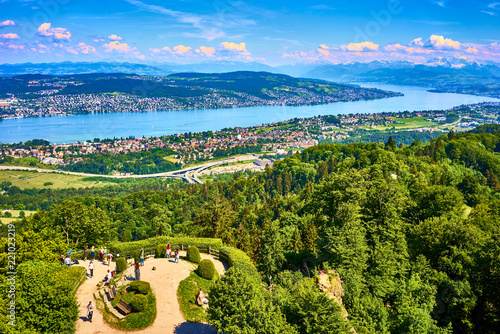 View over Zurich Lake and alps from famous viewpoint Uetliberg near Zurich in Canvas-taulu