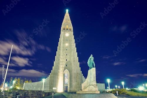 Fényképezés  Hallgrimskirkja  is a Lutheran (Church of Iceland) parish church in Reykjavik, Iceland