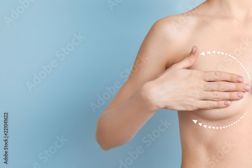 Foto Woman with marks on breast and space for text against color background
