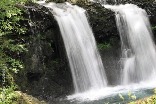 2本の滝(山梨県富士吉田市)
