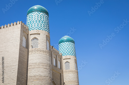 Deurstickers Historisch geb. The twin-turreted East Gate of Khiva. UNESCO world heritage site in Uzbekistan, Central Asia.