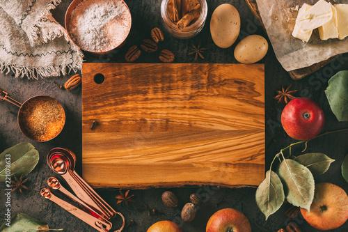 Foto op Plexiglas Koken Empty chopping board and ingredients for baking.