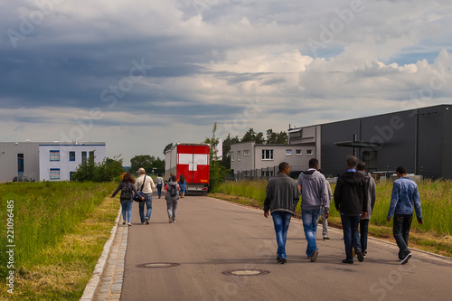 Fotografia A group of people, white and black refugees are on the road