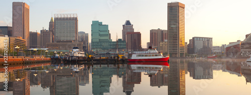Spoed Foto op Canvas Verenigde Staten Downtown city skyline and Inner Harbor at dawn, Baltimore, Maryland, USA