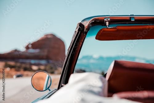 Poster Vintage voitures A Road Trip Through The American Southwest In A Classic Convertible Car