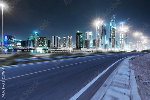 Keuken foto achterwand Nacht snelweg empty asphalt highway through modern city