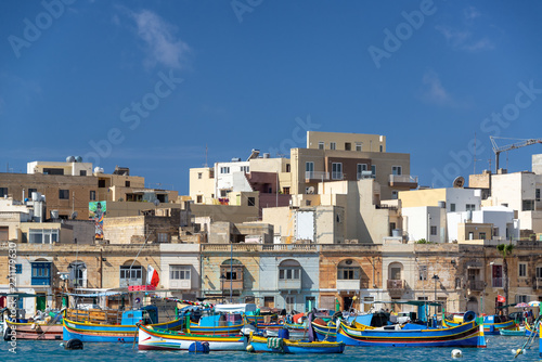 Tuinposter Poort Colorful Maltese Fishing Village