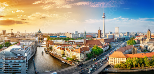 Montage in der Fensternische Zentral-Europa panoramic view at the berlin city center at sunset