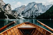 Ruderboot Auf Dem Pragser Wildsee