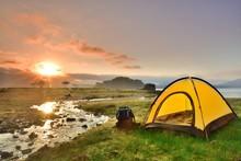 朝日の湖畔・キャンプの風景