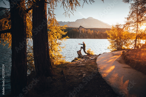Montage in der Fensternische Schokobraun Silhouette of athlete in nature. Man watching sunset in mountains by beautiful lake. Sport photo, edit space. High Tatras Slovakia. Morning warm up concept photo