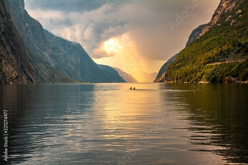 Photo Stands Road in forest Abendstimmung am Lysefjord