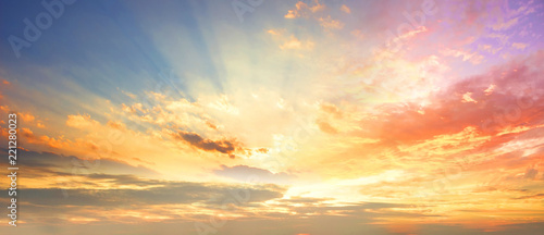 Photo Celestial World concept:Sunset / sunrise with clouds