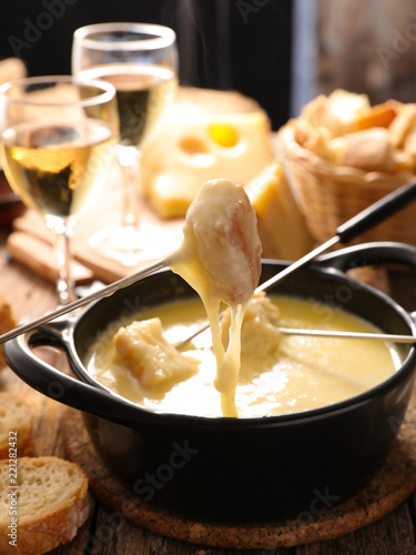 Papiers peints Nature cheese fondue with wine and bread
