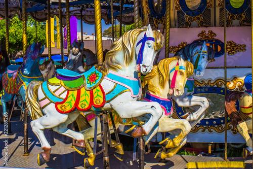 Foto  Merry Go Round Horses On Carousel