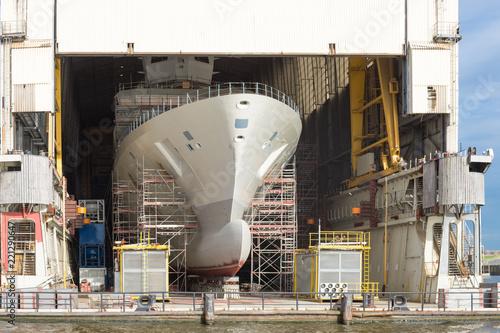 Restauriertes Schiff auf einer Werft Wallpaper Mural