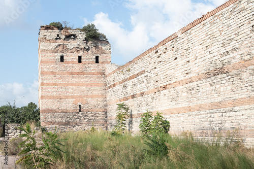 Fotografía Ruins of the Walls of Constantinople (today Istanbul in Turkey)..