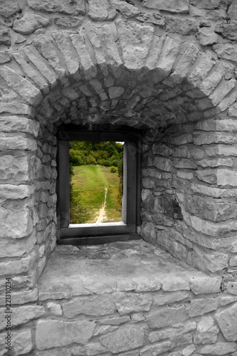 Okno w zamku - 221310234