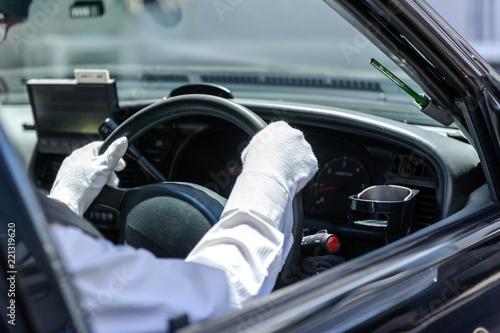 ハンドルを握るタクシードライバー Canvas Print