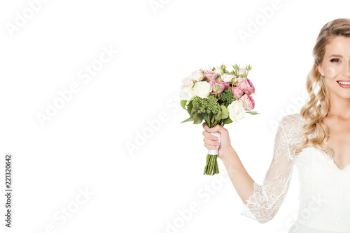 Fotomural cropped shot of smiling young bride with bridal bouquet isolated on white