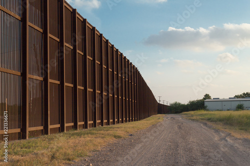 Photo The Border Fence between the USA and Mexico