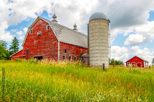 An Old Barn and Silo Stand Tall on a Hill in Minnesota Fotobehang