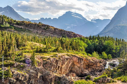 Fotografia, Obraz  Glacier National Park Rugged Mountains and a Flowing River in Montana