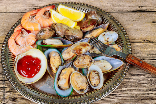 Tuinposter Schaaldieren Seafood of green mussels shrimp lemon sea gourmet dinner lunch raw appetizer shell