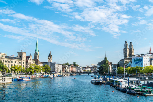 Photo sur Toile Europe Centrale Zurich city center with famous Fraumunster and Grossmunster Churches and river Limmat