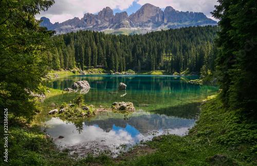 Fotografía  Lago di carezza: patrimonio naturale dell'Unesco in Trentino