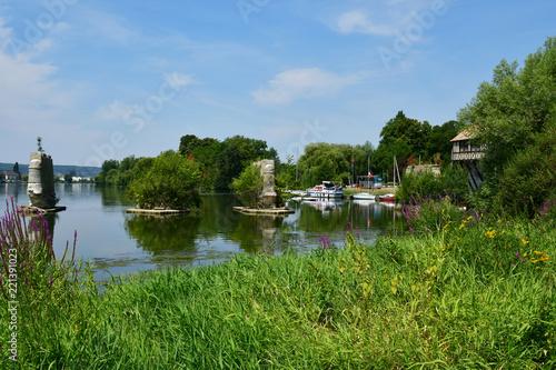 Valokuvatapetti Vernon, France - july 27 2018 : the Seine riverside