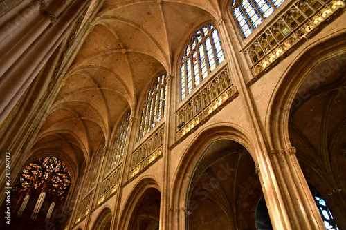 Obraz na plátně  Vernon, France - july 27 2018 : gothic collegiate church