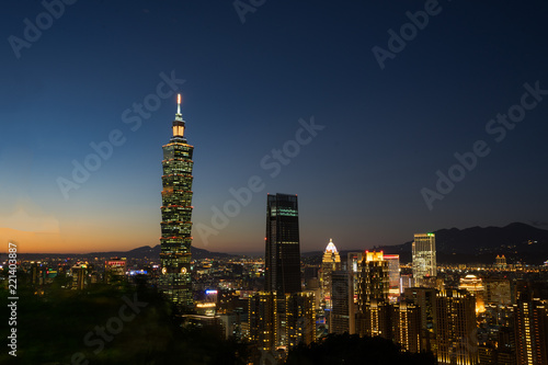 Photo Landscape of the beautiful Taipei 101 It is located in the middle of the city and is the tallest building in Taiwan