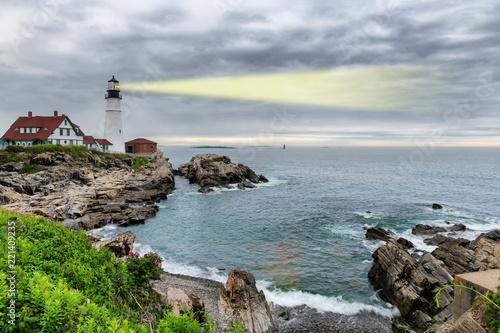 Poster Verenigde Staten Light beam of Portland Lighthouse in Cape Elizabeth, Maine, USA.