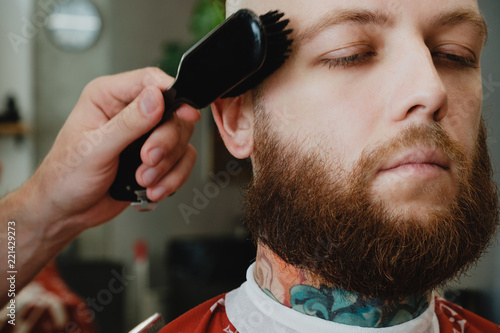 Fotografie, Tablou Bearded skinhead man in barbershop