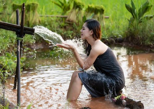 Carta da parati Asian sexy woman bathing in farmland at rural