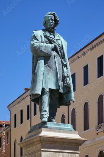 Photographie Daniele Manin statue by Luigi Borro (1826 – 1880) in a sunny summer day in Venic