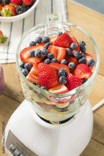 Photo  Organic Healthy Fruit in a Blender