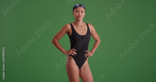 Photo  Young female swimmer posing confidently on green screen
