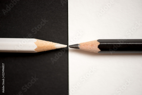 Fotografía  Competition, teamwork, partnership concept with black and white pencil on paper