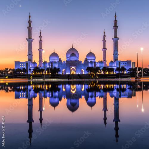 Foto op Aluminium Abu Dhabi Sacred Reflections