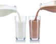 canvas print picture - Milch und Kakao einschenken eingießen eingiessen Schoko Schokoladen Glas Flasche Milchglas freigestellt Freisteller isoliert