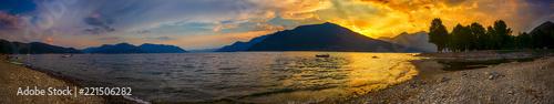 Photo  Sonnenuntergang über dem Lago Maggiore, Italien