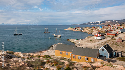 Foto op Aluminium Arctica boats anchored and colorful houses in Ittoqqortoormiit, eastern Greenland at the entrance to the Scoresby Sound fjords