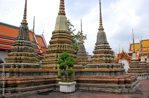 Spoed Foto op Canvas Bedehuis Buddha towers in a temple in Bangkok, Thailand